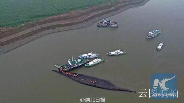 Tàu chở hơn 450 người chìm ở Trung Quốc ảnh 9