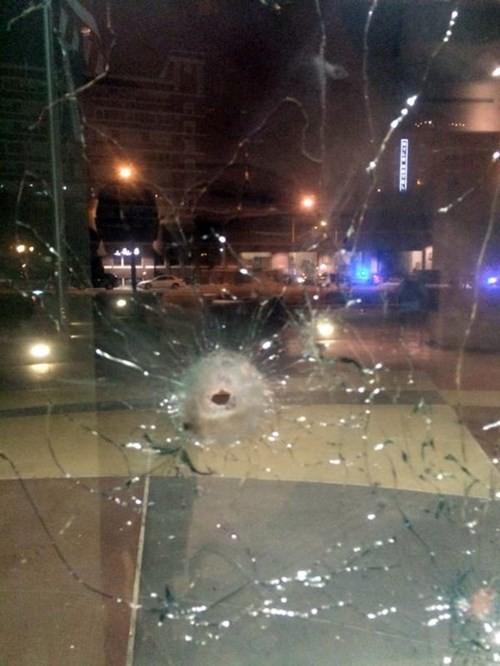 Mỹ: Đấu súng dữ dội với cảnh sát, nghi phạm bị bắn chết ảnh 1