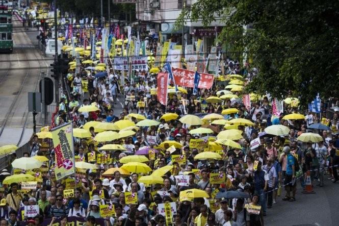 Phát hiện bom, Hong Kong bắt gữ 9 nhà hoạt động chính trị ảnh 1