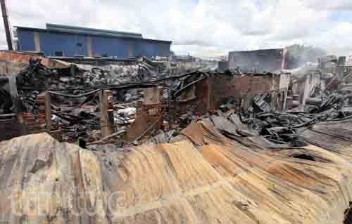 Hiện trường tan hoang sau vụ cháy trong KCN Hoàng Gia ảnh 1