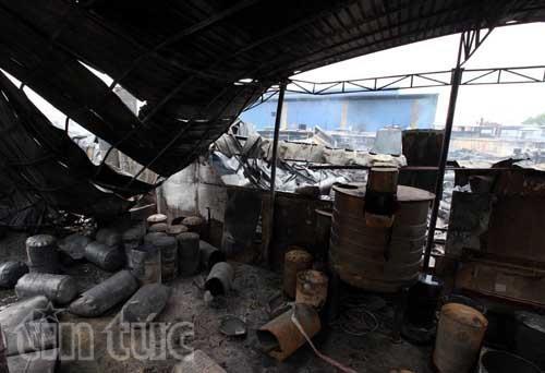 Hiện trường tan hoang sau vụ cháy trong KCN Hoàng Gia ảnh 3