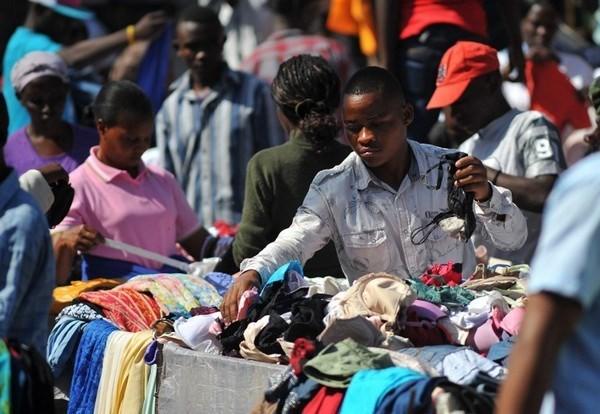 Vén một phần ngành công nghiệp quần áo từ thiện ảnh 2