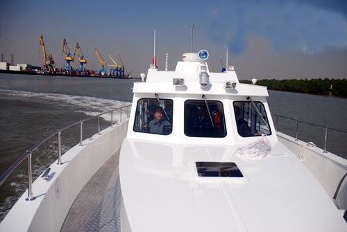 Cảnh sát biển Việt Nam đóng xuồng chống đạn ảnh 7