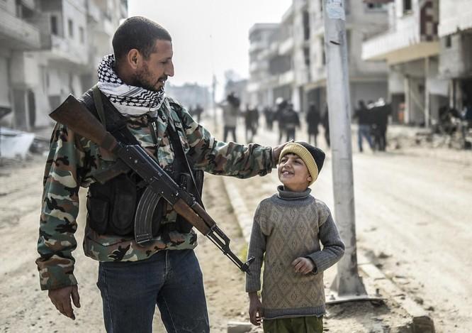 Chùm ảnh trẻ em Trung Đông trong chiến tranh ảnh 21