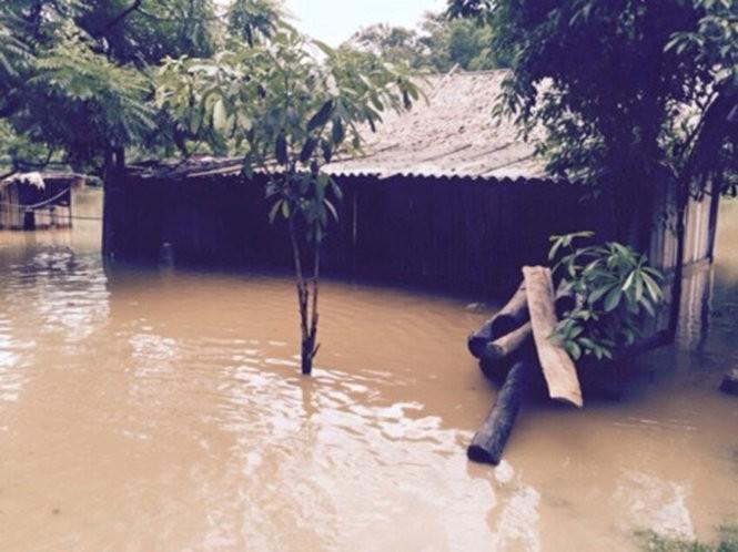 Lũ đổ về sông Mã gây thiệt hại gần 100 nhà dân ảnh 1