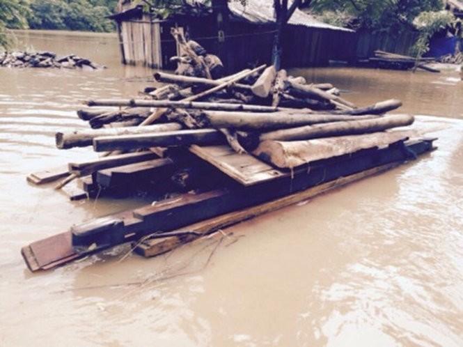 Lũ đổ về sông Mã gây thiệt hại gần 100 nhà dân ảnh 2