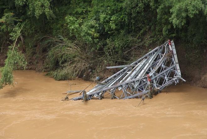 Lũ cuốn phăng cây cầu hơn 20 tỷ trên sông Mã ảnh 2