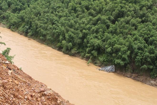 Lũ cuốn phăng cây cầu hơn 20 tỷ trên sông Mã ảnh 1