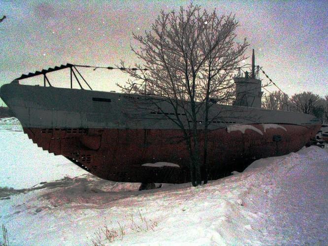 Tàu ngầm dưới con mắt họa sĩ ảnh 30