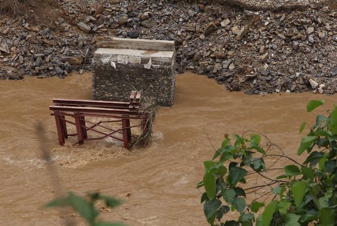 Lũ cuốn phăng cây cầu hơn 20 tỷ trên sông Mã ảnh 3