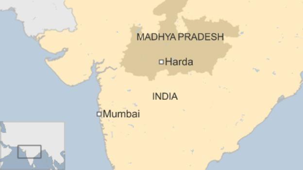 Ấn Độ: Hai đoàn tàu khách trật đường ray ảnh 1