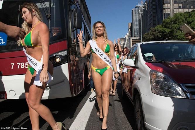 Bỏng mắt với dàn Hoa hậu Miss Bum Bum Brazil ảnh 2