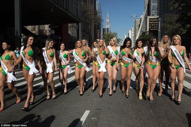 Bỏng mắt với dàn Hoa hậu Miss Bum Bum Brazil ảnh 5