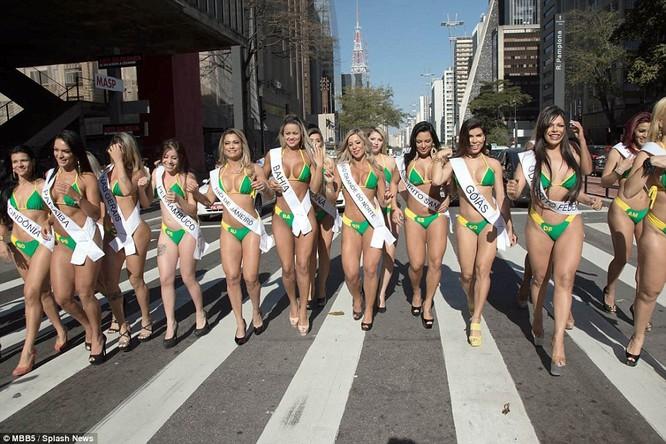 Bỏng mắt với dàn Hoa hậu Miss Bum Bum Brazil ảnh 8