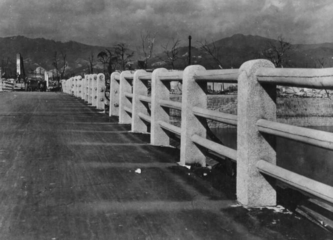 Chùm ảnh độc thảm họa hạt nhân Hirosima 70 năm trước ảnh 16