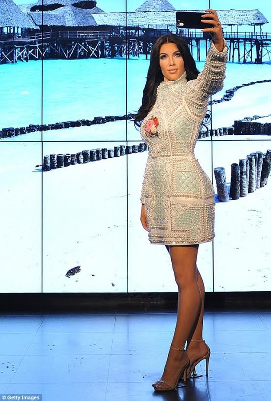 """Nóng bỏng mỹ nhân Kim Kardashian """"siêu vòng ba"""" ảnh 7"""