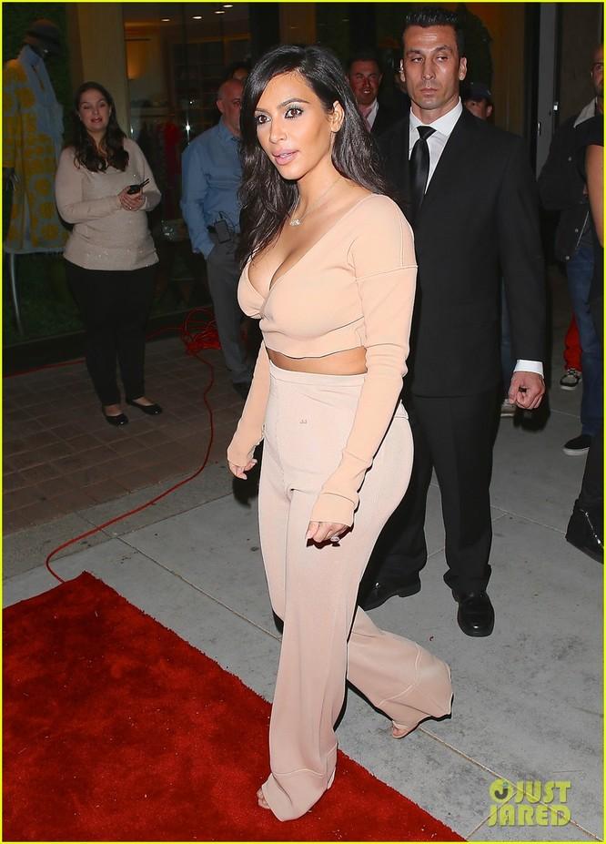 """Nóng bỏng mỹ nhân Kim Kardashian """"siêu vòng ba"""" ảnh 24"""