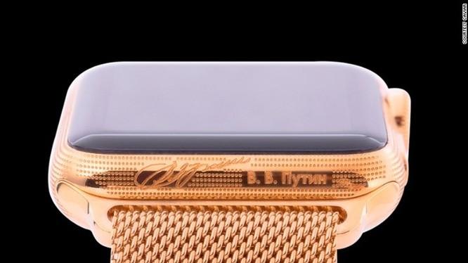 Ngắm Apple Watch chạm trổ chữ ký Putin giá 3.000 USD ảnh 1