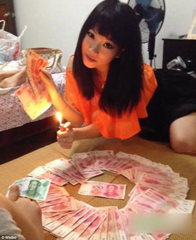 Giới siêu giàu Trung Quốc: Đua nhau tiệc sex và ăn chơi quái gở ảnh 1