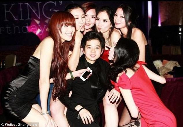 Giới siêu giàu Trung Quốc: Đua nhau tiệc sex và ăn chơi quái gở ảnh 11