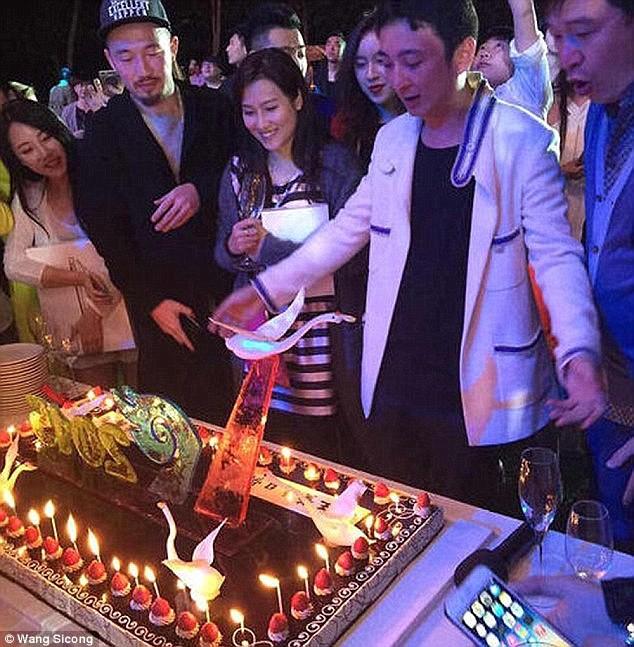 Giới siêu giàu Trung Quốc: Đua nhau tiệc sex và ăn chơi quái gở ảnh 19