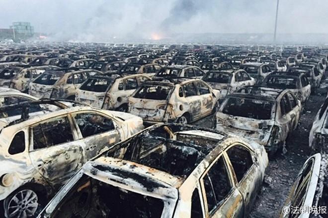 1.000 ôtô mới cháy đen vì vụ nổ ở Trung Quốc ảnh 4