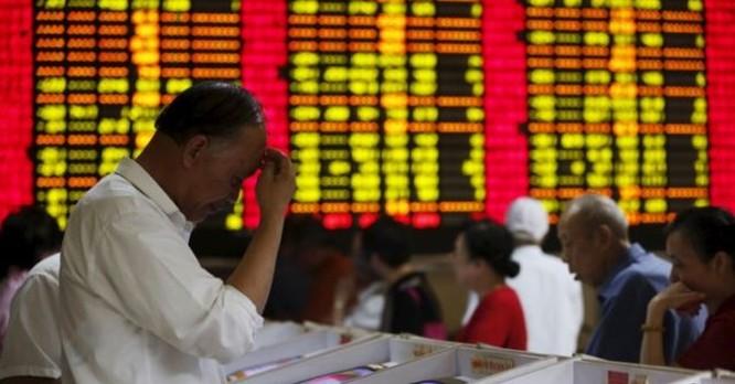 Trung Quốc đang chứng kiến sự tháo chạy của đầu tư nước ngoài. Chỉ trong vòng vài tuần tháng 7/2015, thị trường chứng khoán Trung Quốc đã