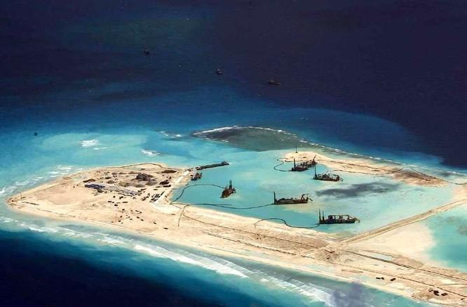 """Trung Quốc xây đảo nhân tạo thành """"cụm tàu sân bay không chìm"""" trên Biển Đông ảnh 17"""