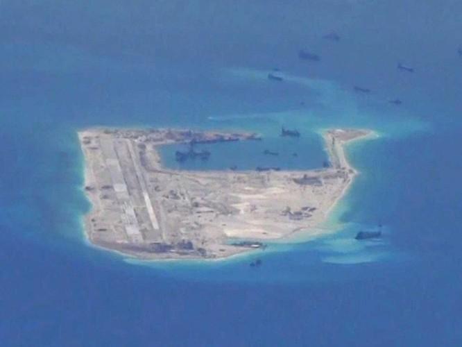 """Trung Quốc xây đảo nhân tạo thành """"cụm tàu sân bay không chìm"""" trên Biển Đông ảnh 18"""