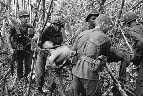 Cuộc chiến tranh Việt Nam qua ảnh của Henry Hyuet ảnh 8
