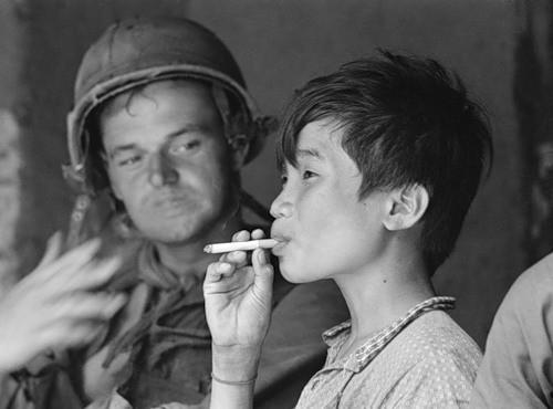 Cuộc chiến tranh Việt Nam qua ảnh của Henry Hyuet ảnh 12