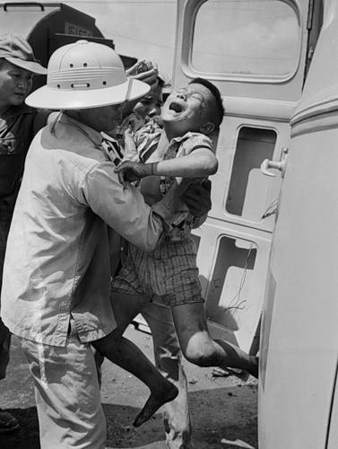 Cuộc chiến tranh Việt Nam qua ảnh của Henry Hyuet ảnh 14