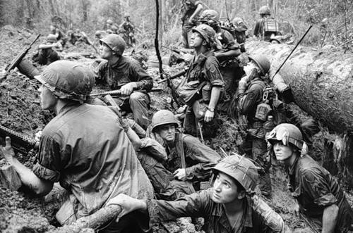 Cuộc chiến tranh Việt Nam qua ảnh của Henry Hyuet ảnh 25
