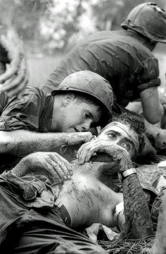 Cuộc chiến tranh Việt Nam qua ảnh của Henry Hyuet ảnh 26