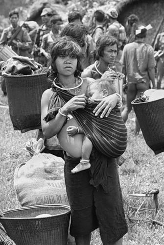 Cuộc chiến tranh Việt Nam qua ảnh của Henry Hyuet ảnh 31