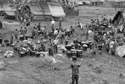 Cuộc chiến tranh Việt Nam qua ảnh của Henry Hyuet ảnh 32