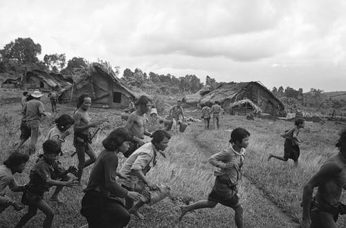 Cuộc chiến tranh Việt Nam qua ảnh của Henry Hyuet ảnh 34