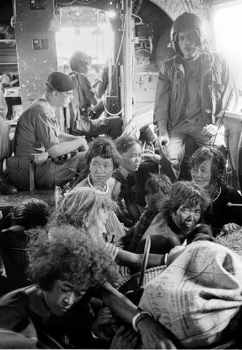 Cuộc chiến tranh Việt Nam qua ảnh của Henry Hyuet ảnh 35
