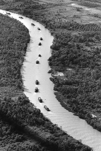 Cuộc chiến tranh Việt Nam qua ảnh của Henry Hyuet ảnh 36