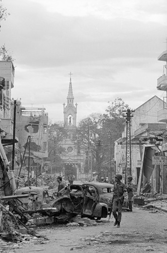 Cuộc chiến tranh Việt Nam qua ảnh của Henry Hyuet ảnh 37