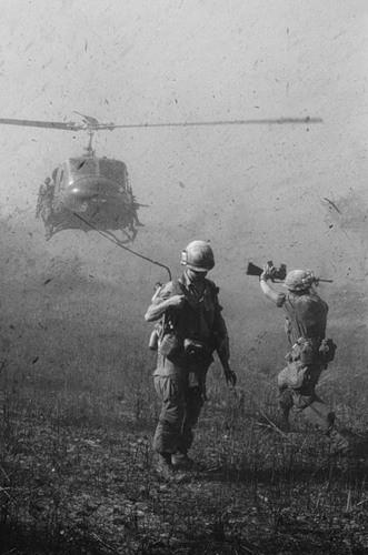 Cuộc chiến tranh Việt Nam qua ảnh của Henry Hyuet ảnh 43