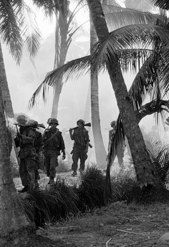 Cuộc chiến tranh Việt Nam qua ảnh của Henry Hyuet ảnh 45