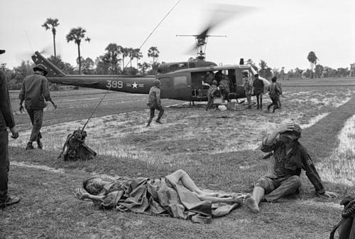 Cuộc chiến tranh Việt Nam qua ảnh của Henry Hyuet ảnh 50