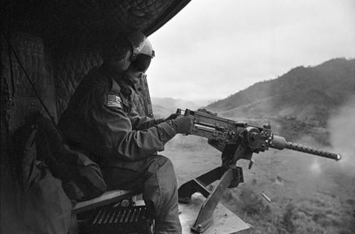 Cuộc chiến tranh Việt Nam qua ảnh của Henry Hyuet ảnh 53
