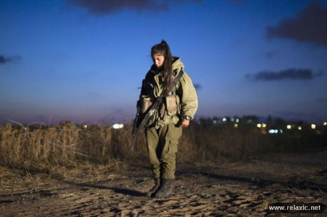 Những nữ quân nhân xinh đẹp Israel khiến giới mày râu cũng phải cúi chào ảnh 68