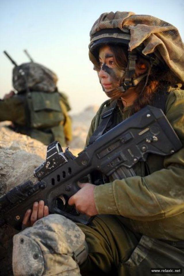 Những nữ quân nhân xinh đẹp Israel khiến giới mày râu cũng phải cúi chào ảnh 91