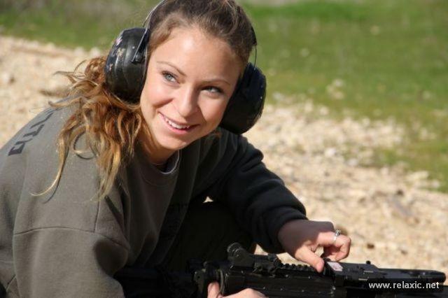 Những nữ quân nhân xinh đẹp Israel khiến giới mày râu cũng phải cúi chào ảnh 92
