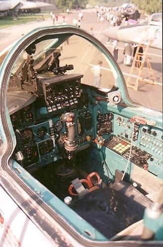 Khám phá bí mật siêu tiêm kích thống trị bầu trời MiG-31 ảnh 11