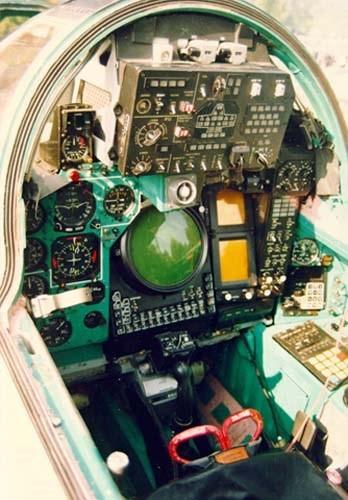 Khám phá bí mật siêu tiêm kích thống trị bầu trời MiG-31 ảnh 12