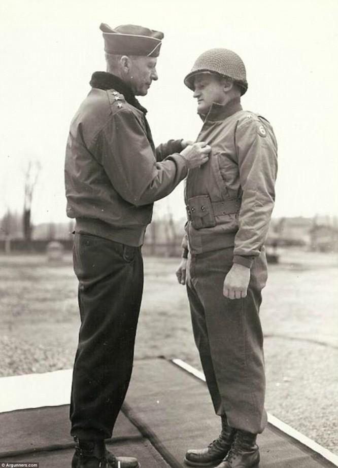 Chùm ảnh bi thảm Đại chiến thế giới thứ II của tướng 4 sao Mỹ ảnh 1